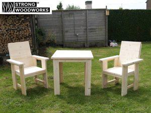 Tafel met stoelen van steigerhout