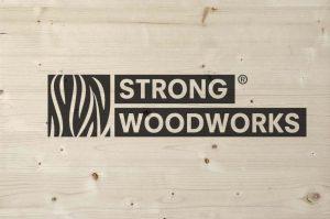 Strong woodworks print op steigerhout