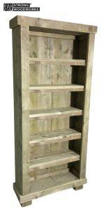 Boekenkast van steigerhout